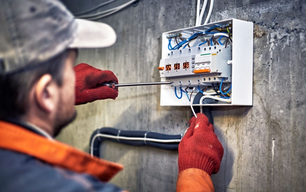 The Basics of Industrial Electrician Jobs